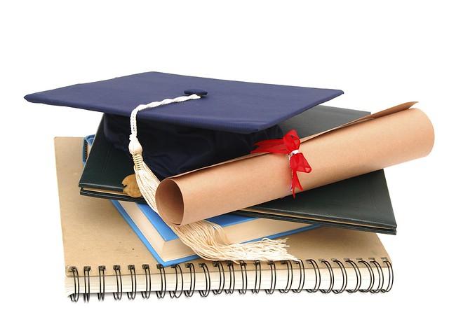 Nhiều học bổng cho sinh viên nghèo