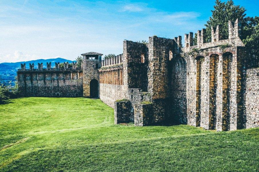 Mura medievali della Rocca Borromea