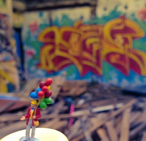 London street art tour slinkachu