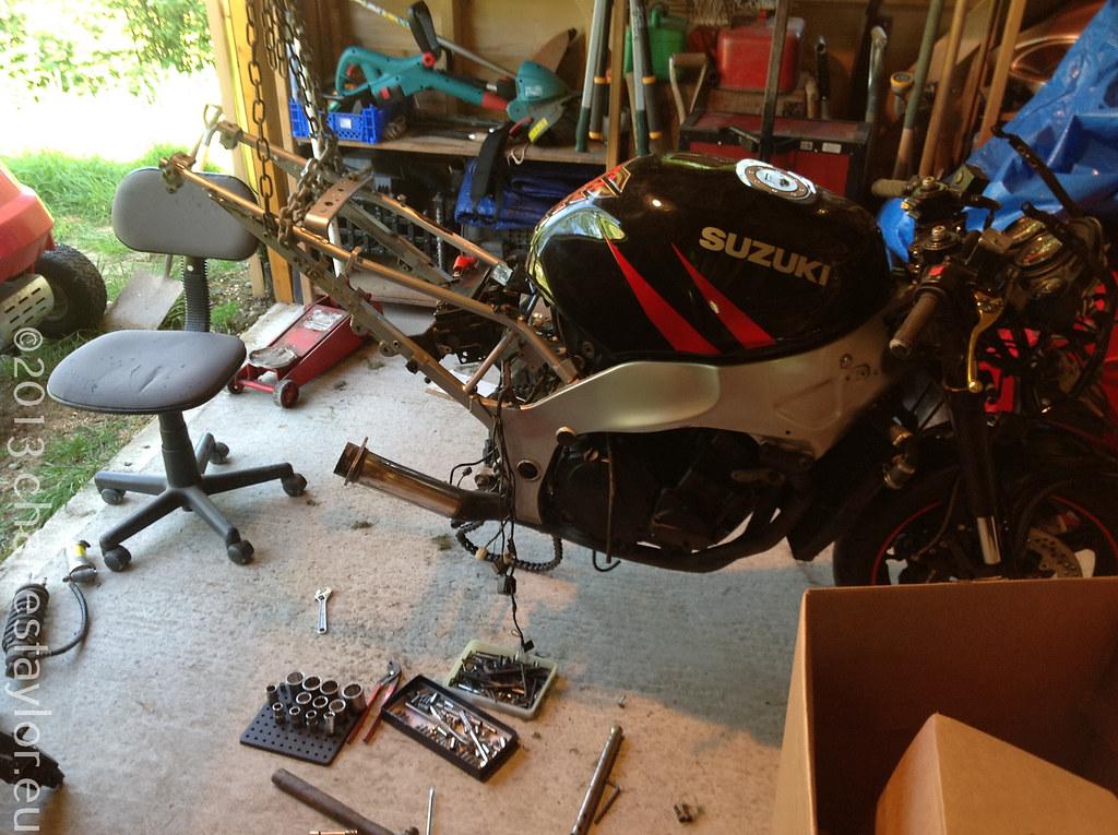 4. Dismantling a Suzuki RF900