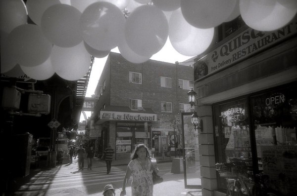 Balloons, Roosevelt Avenue Queens (LC-A)