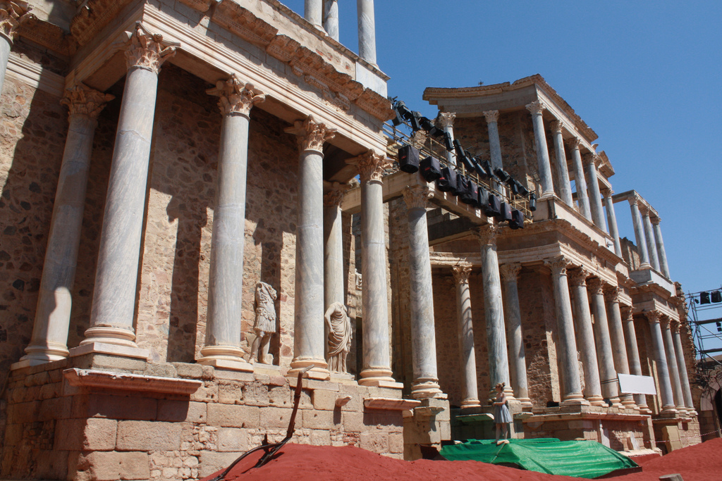 Columnata tras el escenario del Teatro de Mérida. Autor, Fernand0