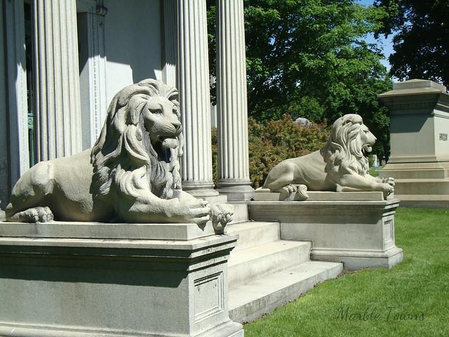 Schaaf mausoleum lions 1.JPG