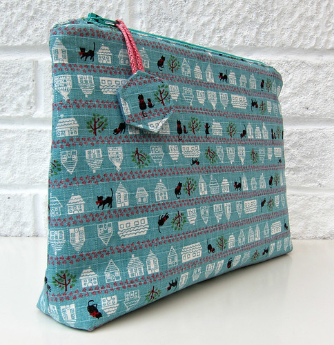 Free zippy pouch tutorial with zip tabs and a flat base by Very Berry Handmade