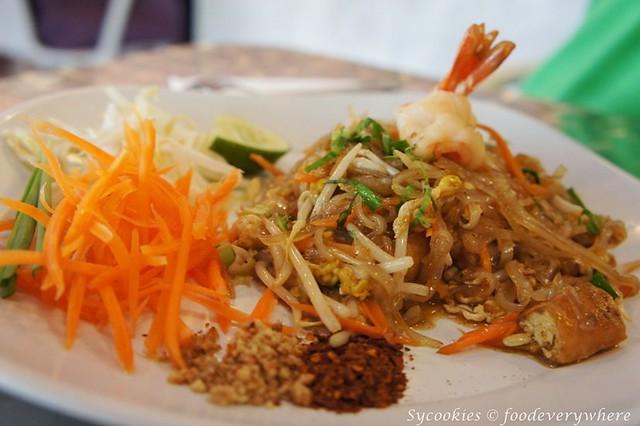17.phad thai RM 12 @i'm spicy -dried shrimp, ground peanuts, eggs and bean sporuts