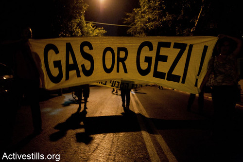 Protestors block a road in Tel Aviv during a demonstration against privatization and exportation of natural gas. June 19,2013. Photo by: Keren Manor/ Activestills.org