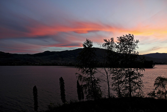 sunset over lake osoyoos