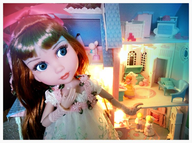 Pretty dollhouse.