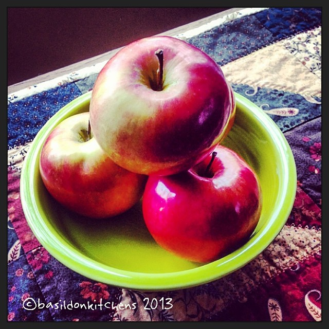 Nov 1 - fruit {fresh picked apples} #fmsphotoaday #apples #fruit #waupoos #creasysappledabble #princeedwardcounty #fiestaware #quiltrunner