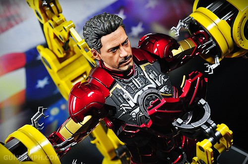 Hot Toys Iron Man 2 - Suit-Up Gantry with Mk IV Review MMS160 Unboxing - day3 (27)