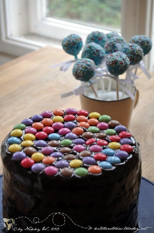 Kindergeburtstags-Schokotrüffel-Smarties-Torte und Sacher-CakePops
