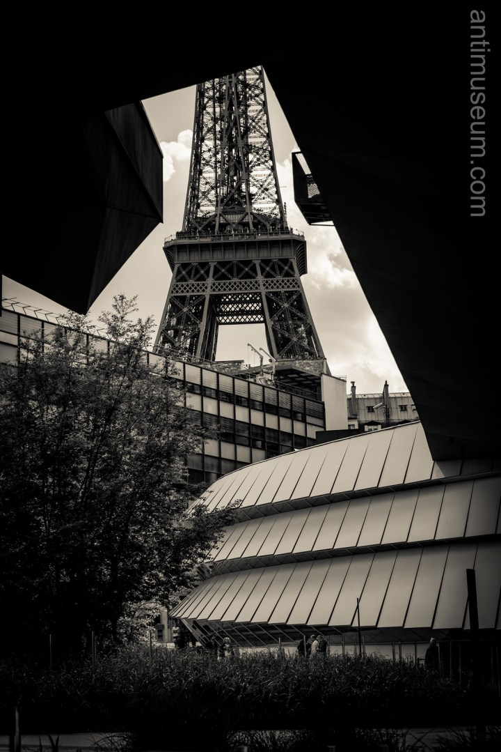 Eiffel tower from Quai Branly