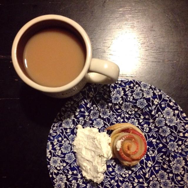 Apple tart flower w cream