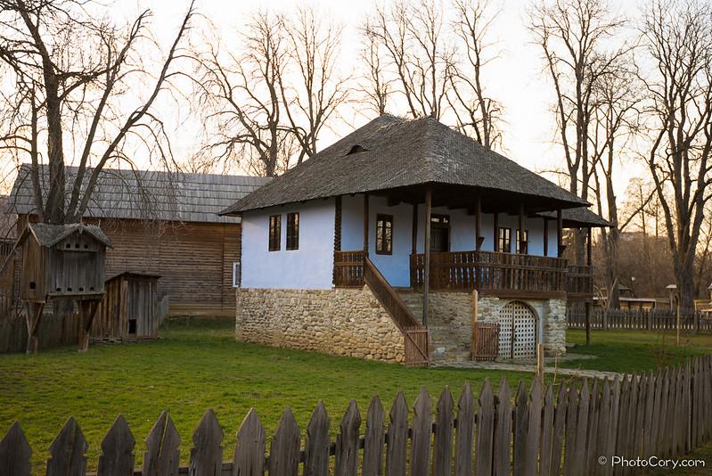 casa albastruie la Muzeul Satului, jud Buzau