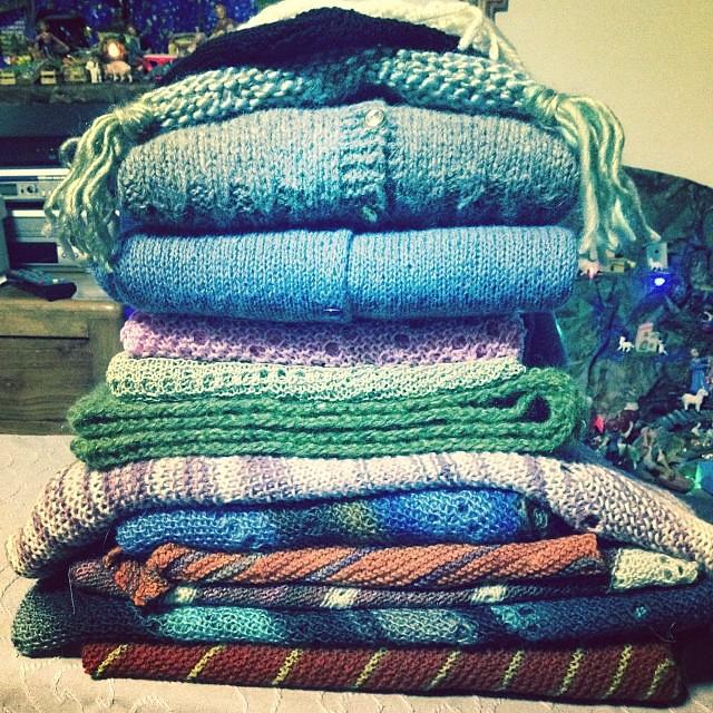 Un pomeriggio ad attaccar bottoni, fermare fili, bloccare, mettere etichette soddisfatta io ! #instaknit #knitting #serialknitter #yarn #lavoroamaglia #fattoamano #handmade #cheaphappiness