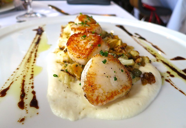 Caramelized diver scallops