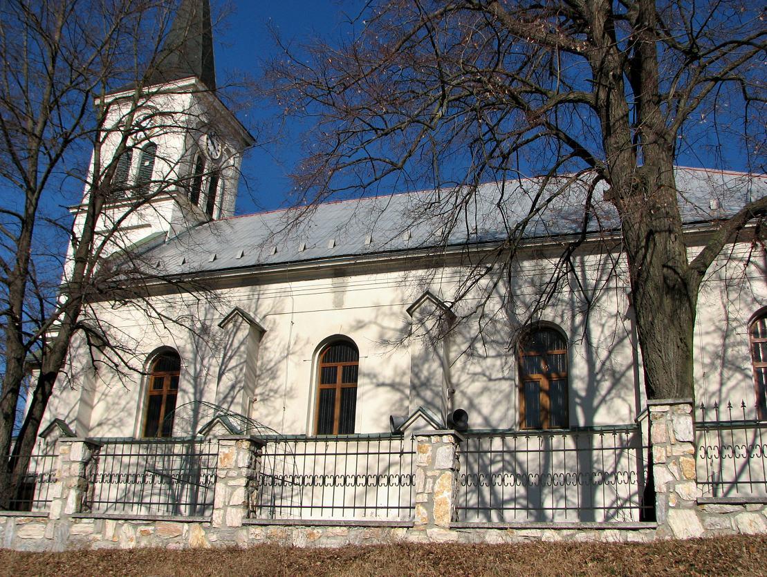 Kostol v Dolinke, pohľad z boku
