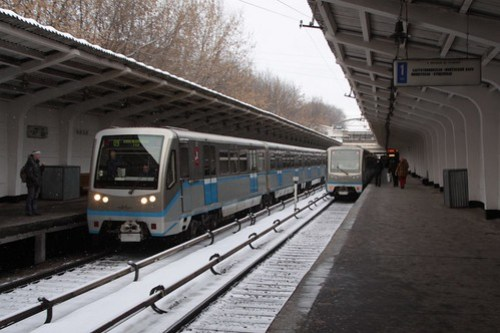 Up and down trains pass above ground at Фили (Fili) station