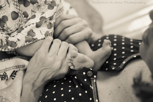 Baby Photography. Emma & Laura. by Raffaella di Iorio Photography