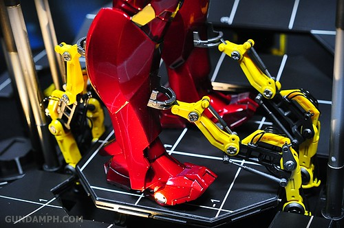 Hot Toys Iron Man 2 - Suit-Up Gantry with Mk IV Review MMS160 Unboxing - day3 (39)