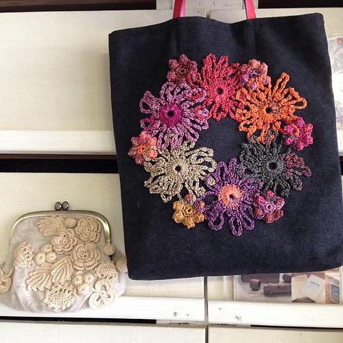 従姉妹の作ったトートバッグとがま口ポーチです!編み物の先生してるんで、そりゃまた凄いんです! by ichanmom