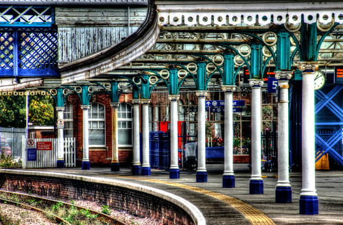 iron columns at bridlington station
