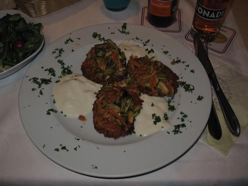 Röstis mit Linsen, Gemüse und Joghurt (in Holtmanns Restaurant in Rheine)