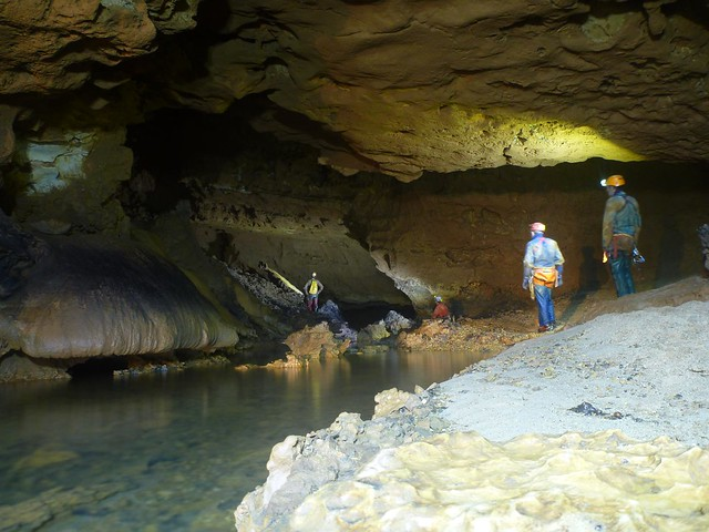 vastes volumes dans la rivière souterraine de l'air chaud