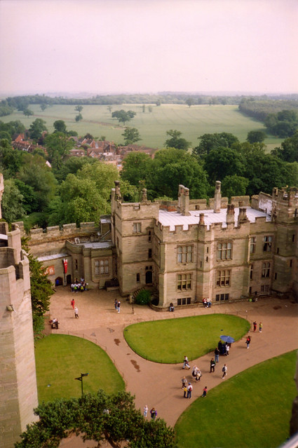 warwick_castle_above