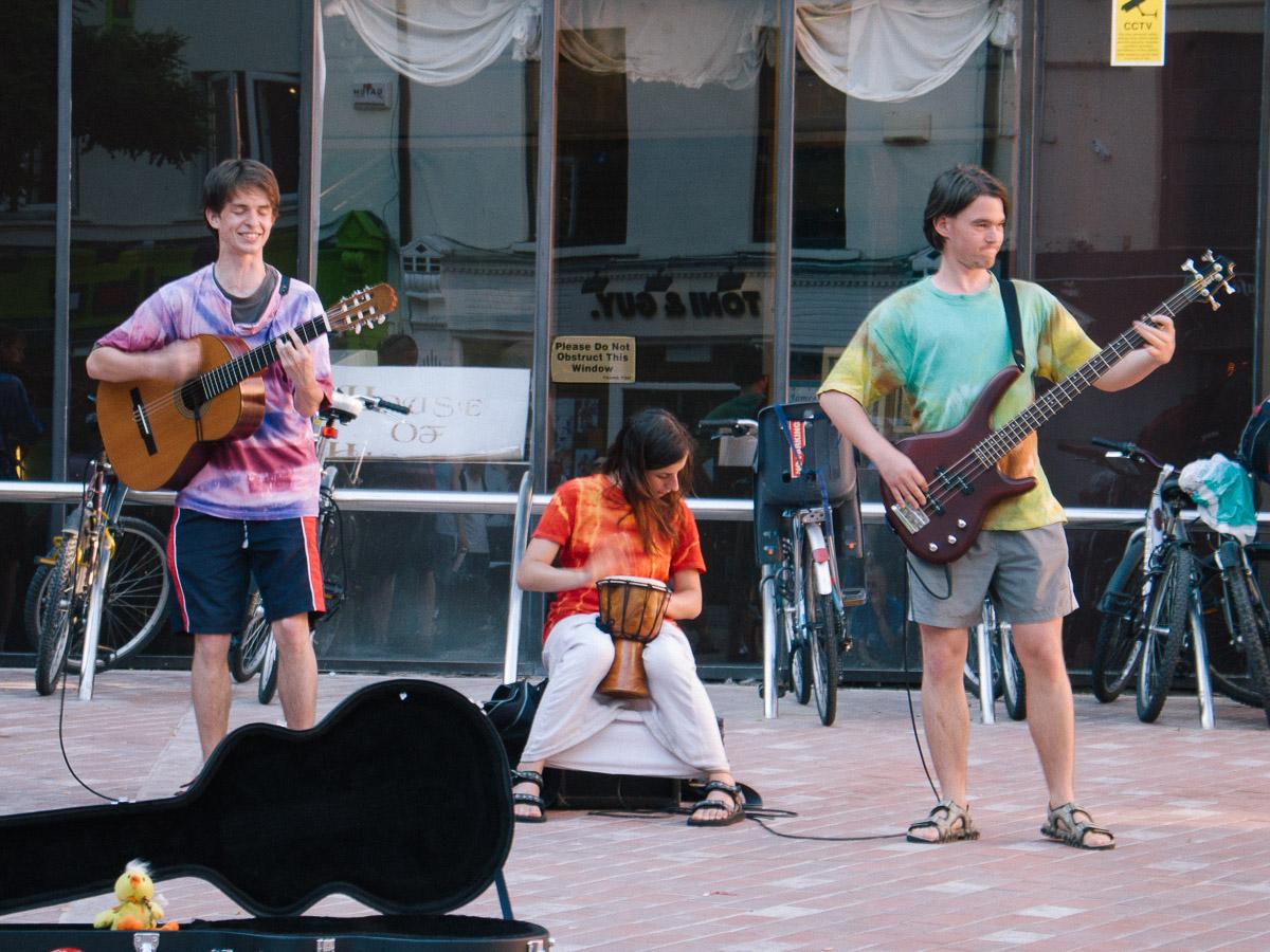 Músicos callejeros en Cork