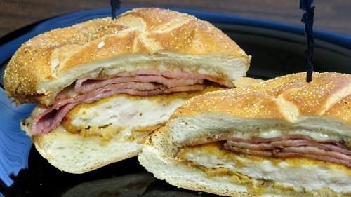 Chicken cordon bleu sandwich by Coyoty
