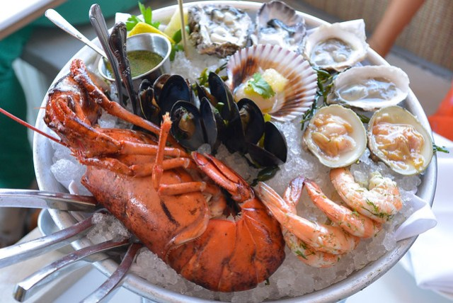 The SS Minnow 4 oysters, 2 clams, 4 shrimp, 6 mussels, 1/2 lobster