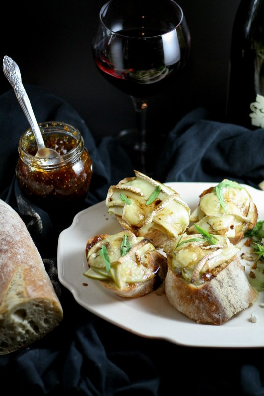 apple fig brie toasts [ inthiskitchen.com ]