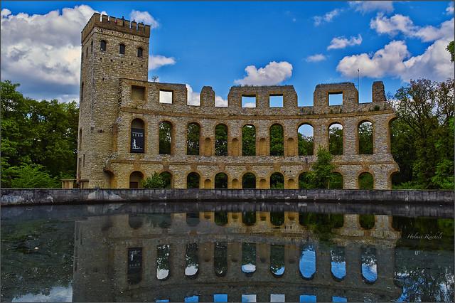 Ruine mit Spiegelung