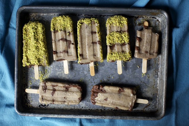 banana-nutella popsicles, varied pistachio coatings