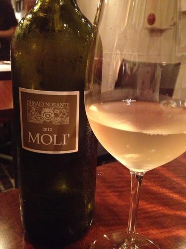 サラダに合わせたワインMoli\' Bianco Di Majo Norante@Desse