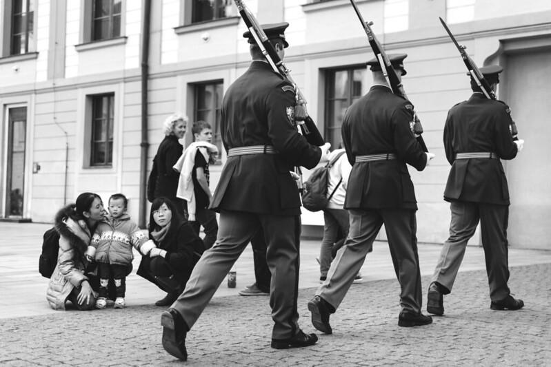 Guardias checos desfilando.