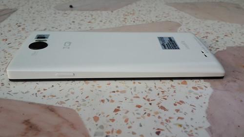 i-mobile IQX3 ด้านขวา