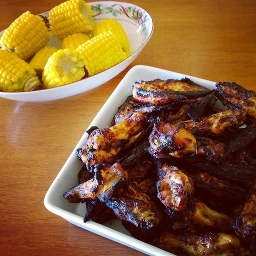 More noms: Grilled chicken wings and steamed corn on the cob. These things disappeared very quickly. Especially the wings. :)