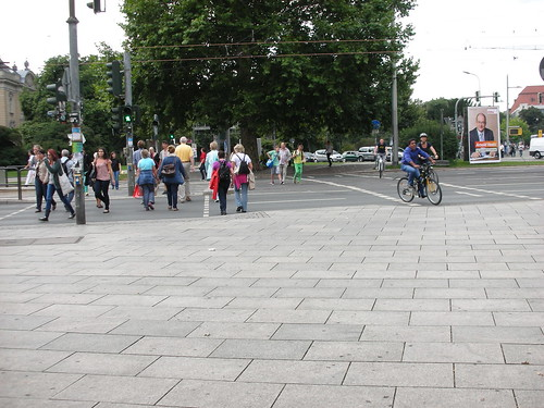 Pedestrian and Cyclists Separation in a Dresden Crosswalk