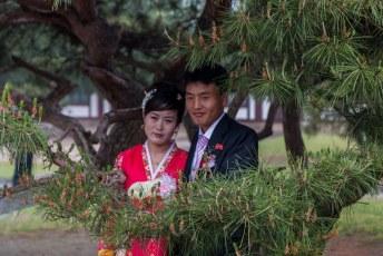 Zelfs op hun trouwdag voor de trouwfoto's komen ze niet verder dan dit.