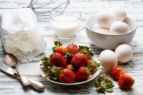 Strawberry cake .b. by Luiz L.