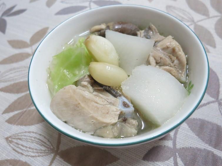 蒜頭雞蔬菜鍋