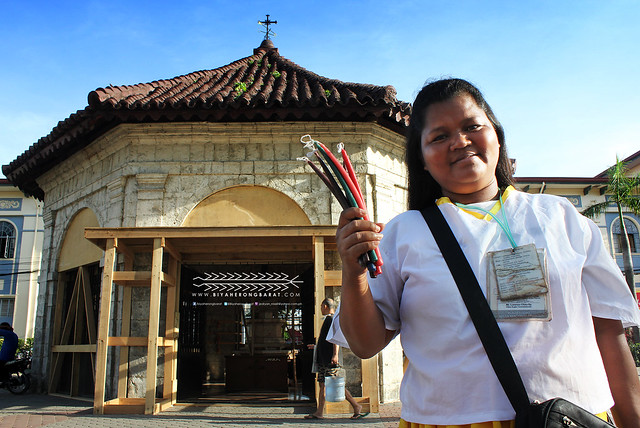 Magellan's Cross Cebu City candles vendor