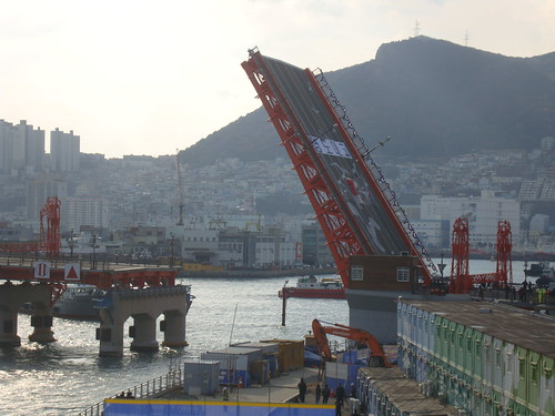 Yeongdo Bridge 부산 영도대교 by Jens-Olaf
