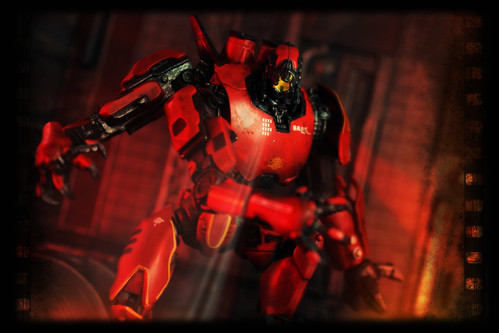 NECA Pacific Rim - Jaeger Crimson Typhoon