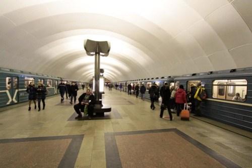 North and southbound trains pass at Тимирязевская (Timiryazevskaya)