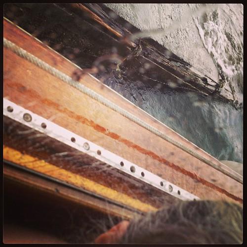 Acquazzone in barca #lagomaggiore #isolamadre #giriingiro