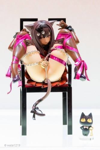 WF2015S[embrace] Cat and chair