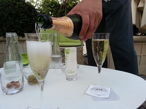 HotelRaphael_champagneservice2